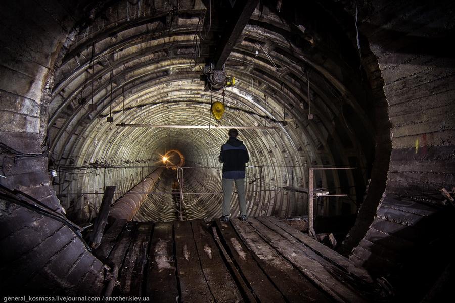 mostik-vyxodit-v-osnovnoj-blok-bunkera Командный бункер Киевского метрополитена