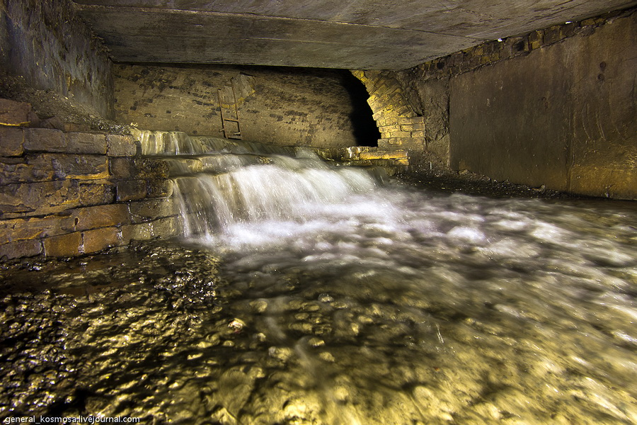 nebolshoj-vodopad-na-styke-starogo-kollektora-s-novym Подземная река Глубочица.