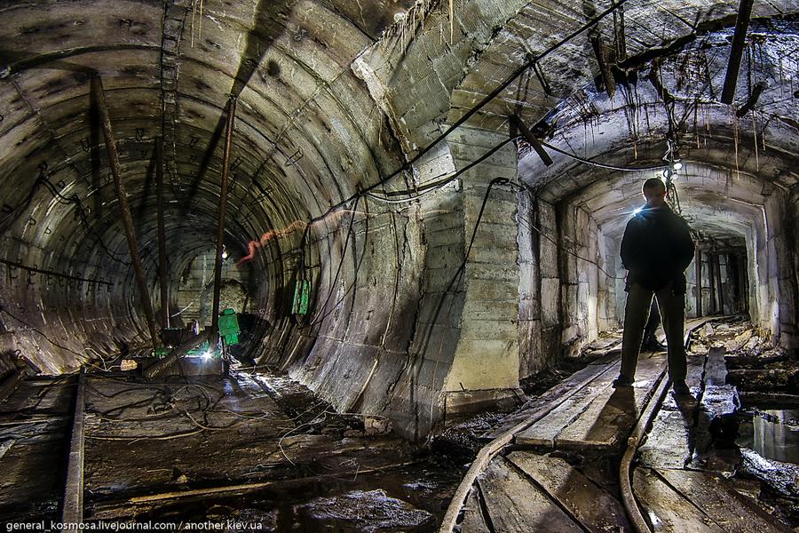 razvilka-shtolen-v-zabroshennom-bunkere Командный бункер Киевского метрополитена