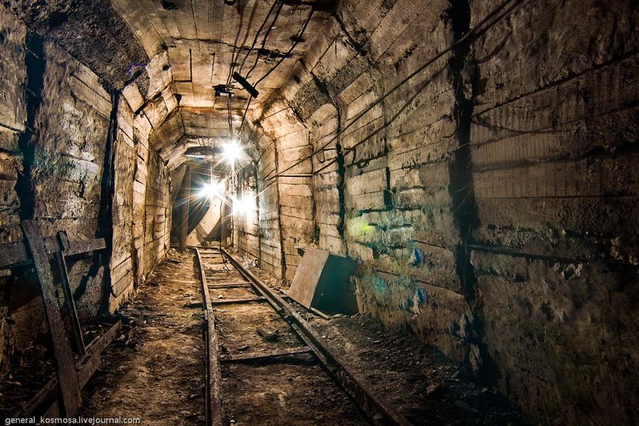 shtolnya-vedushhaya-k-tunnelyam-metro Командный бункер Киевского метрополитена