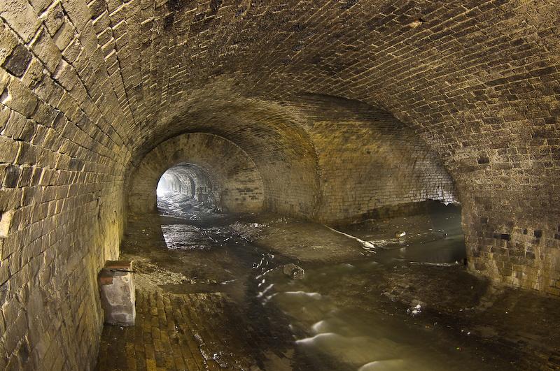 sliyanie-dvux-rek-pod-zemlej-glubochica-i-kiyanka Подземная река Глубочица.