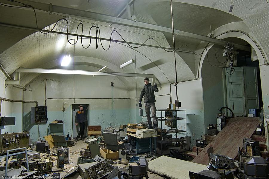 Видимо рабочие завода Арсенал сделали из подземных цехов шахту по добыче цветных металлов