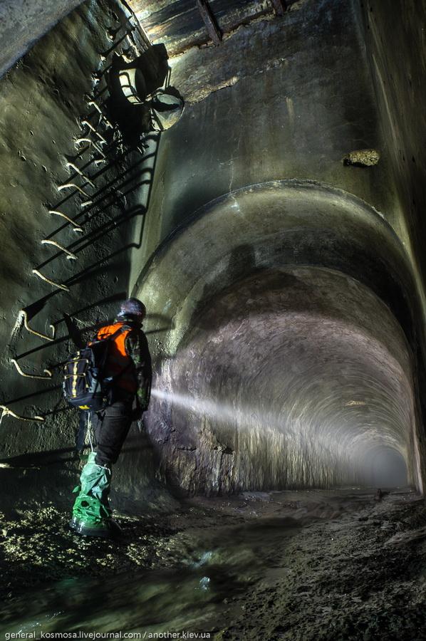 vxod-v-starinnyj-tunnel-pod-kreshhatikom Клов - самая красивая подземная река Киева