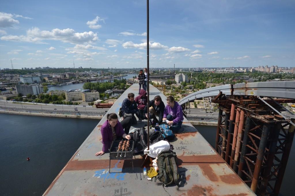 lkf9iarov2q-1024x682 Вершины Киевских мостов