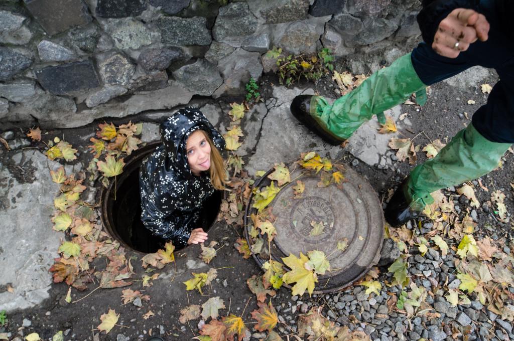 Запах осени бьет в ноздри свежестью после сырого и влажного воздуха подземелья