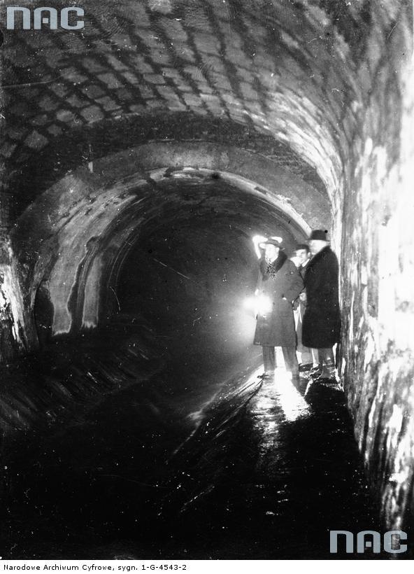 Инспекция в туннеле канализации Львова
