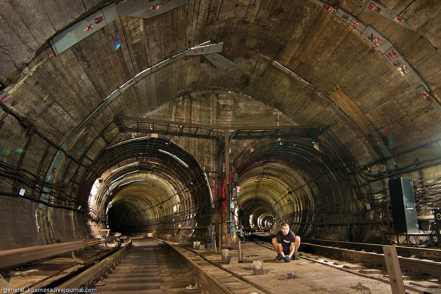 Киев, служебно-соединительная ветка метро, 2011| 20сек., f/16, ISO 200, ФР 16мм | рабочее освещение