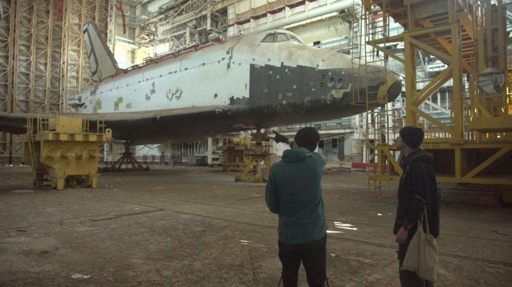 """HQcM4_YhEoY-1024x575 Байконур: экспедиция к заброшенным космическим кораблям """"Буран"""""""