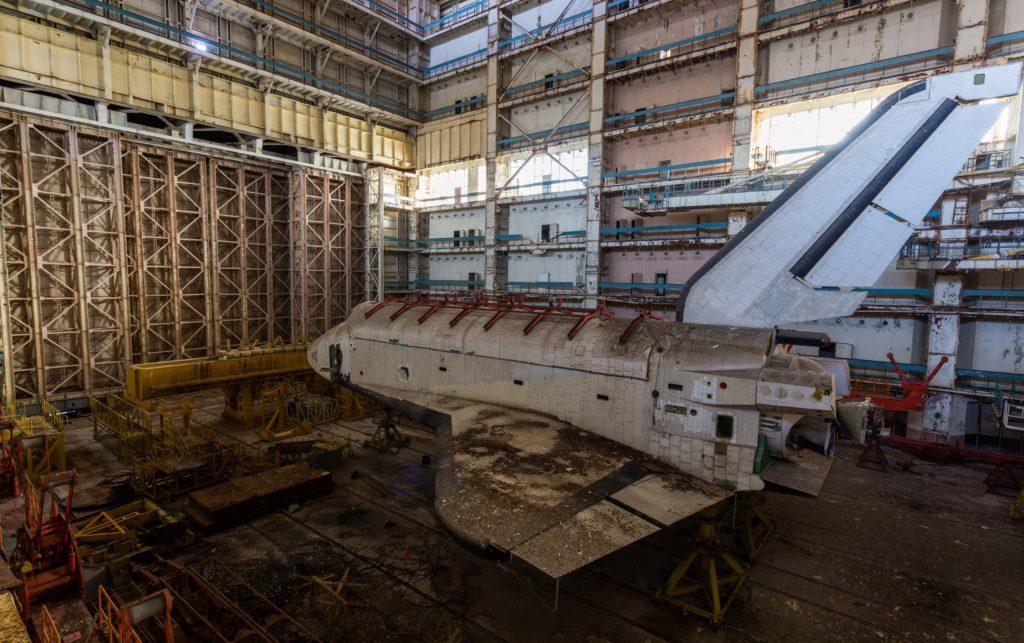 """KMROW5LpTvk-1024x643 Байконур: экспедиция к заброшенным космическим кораблям """"Буран"""""""