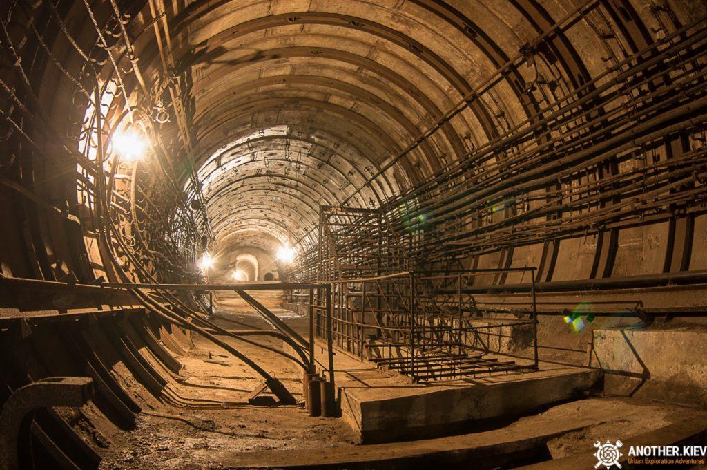 Abandoned-subway-tunnels-Kiev-1941-min-1024x680 Топ-7 тайных мест киевского метро
