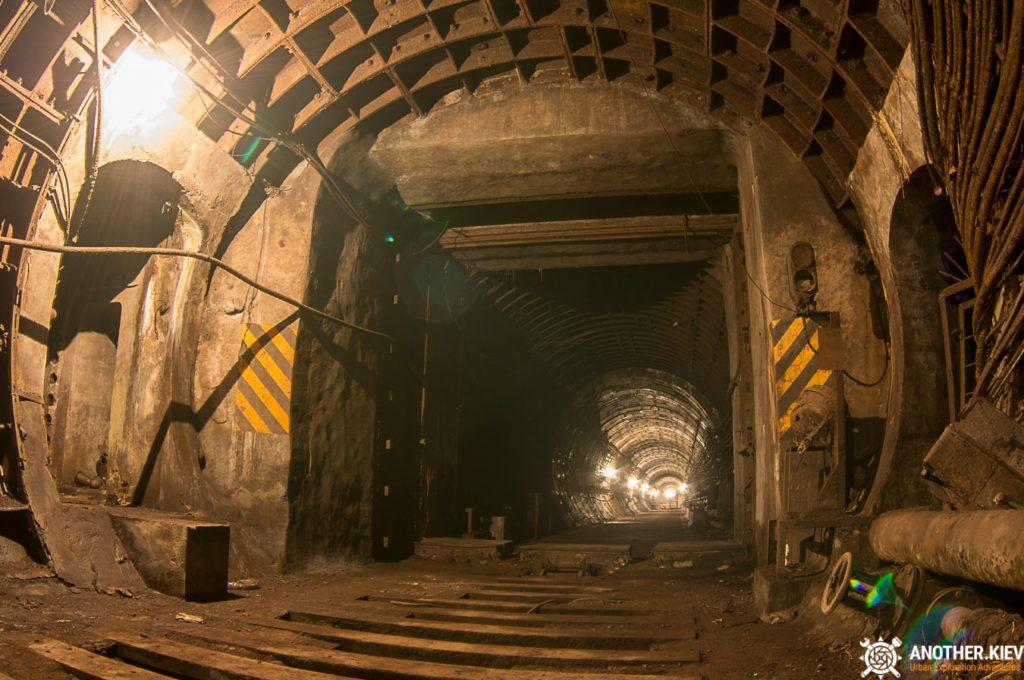 Abandoned-subway-tunnels-Kiev-1942-min-1024x680 Топ-7 тайных мест киевского метро