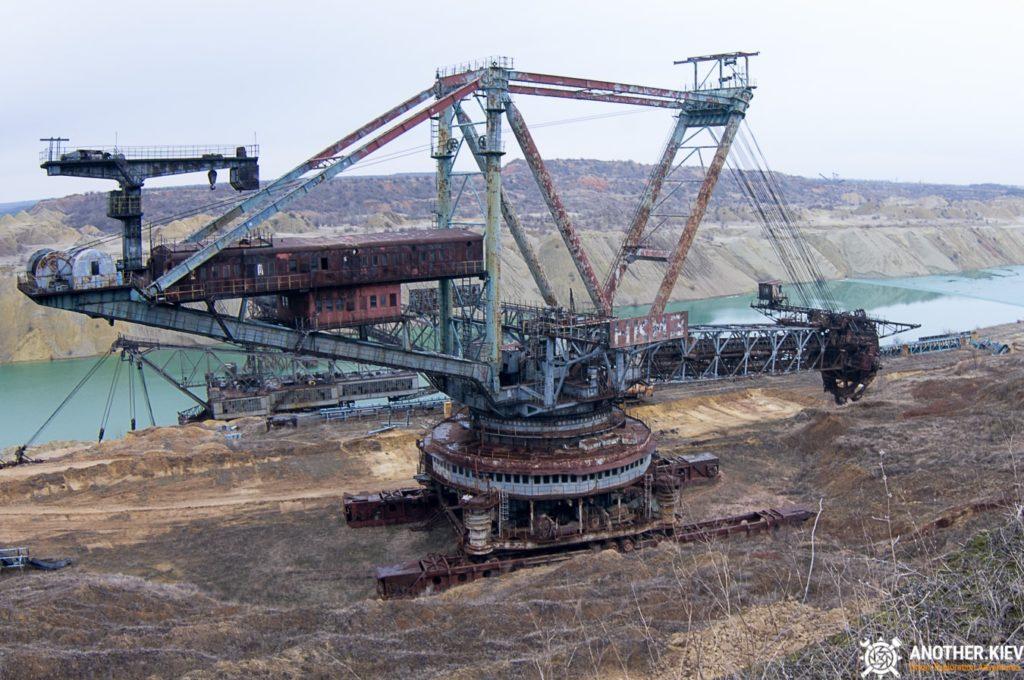 abandoned-mine-diggers-ukraine-6113-min-1024x680 Монстры угольных разрезов: Константиновский и Морозовский карьеры