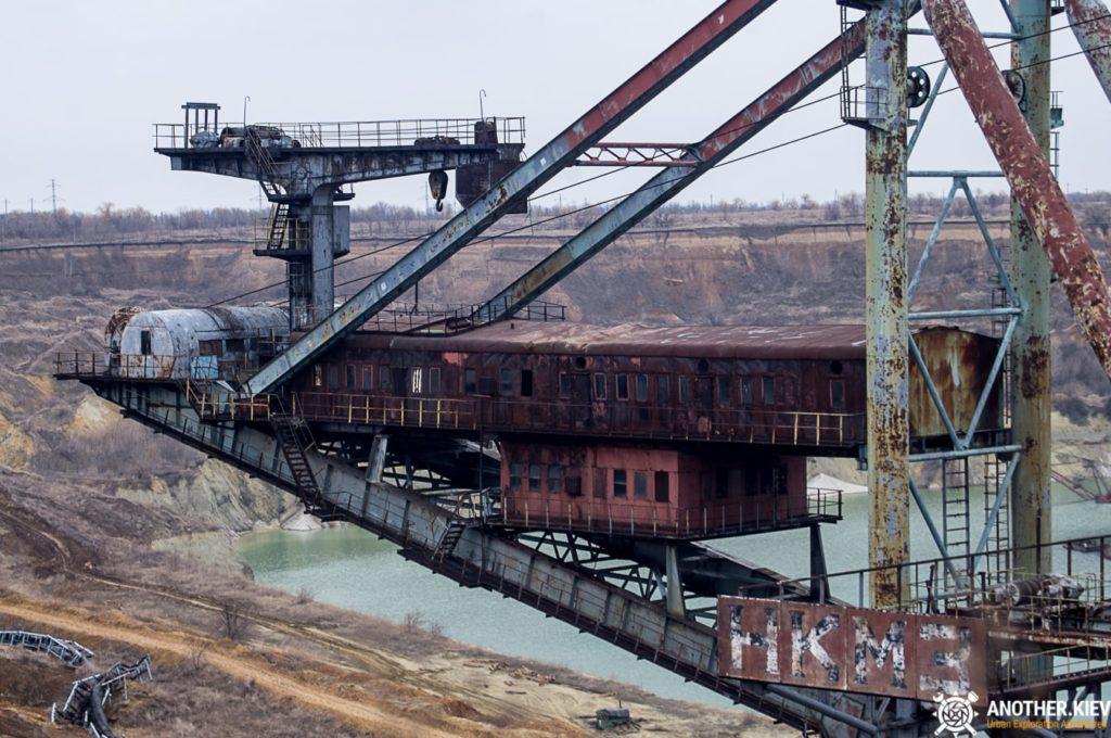 abandoned-mine-diggers-ukraine-6121-min-1024x680 Монстры угольных разрезов: Константиновский и Морозовский карьеры