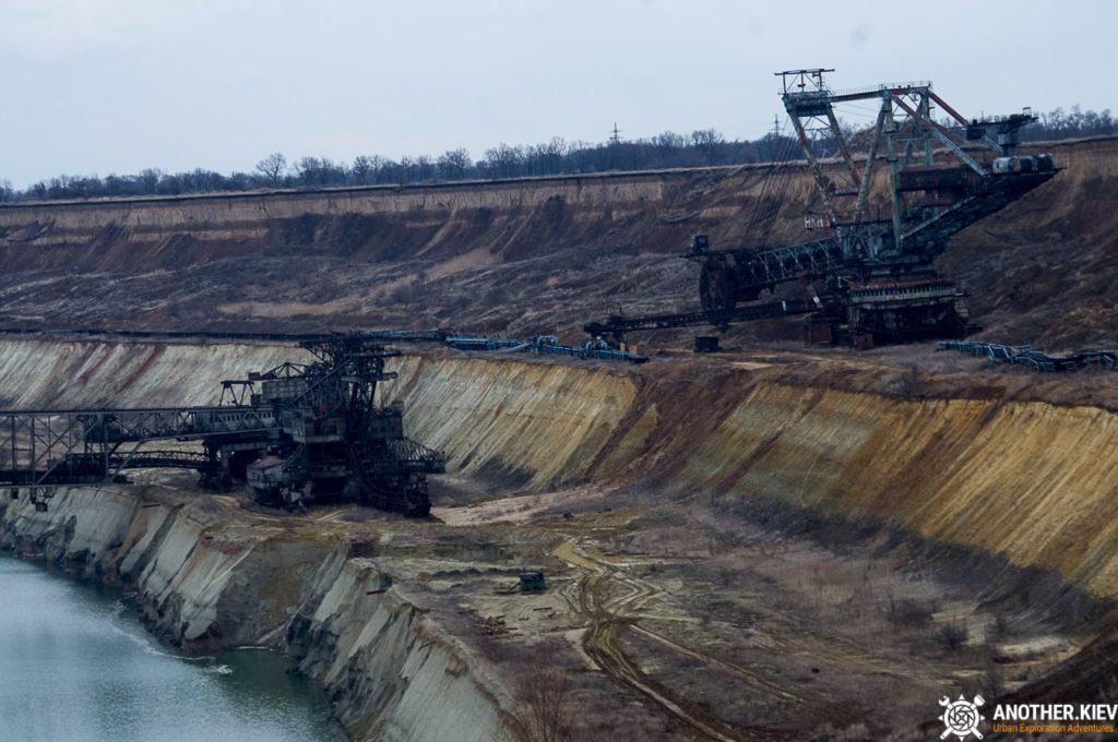 abandoned-mine-diggers-ukraine-6128-min-1024x680 Монстры угольных разрезов: Константиновский и Морозовский карьеры