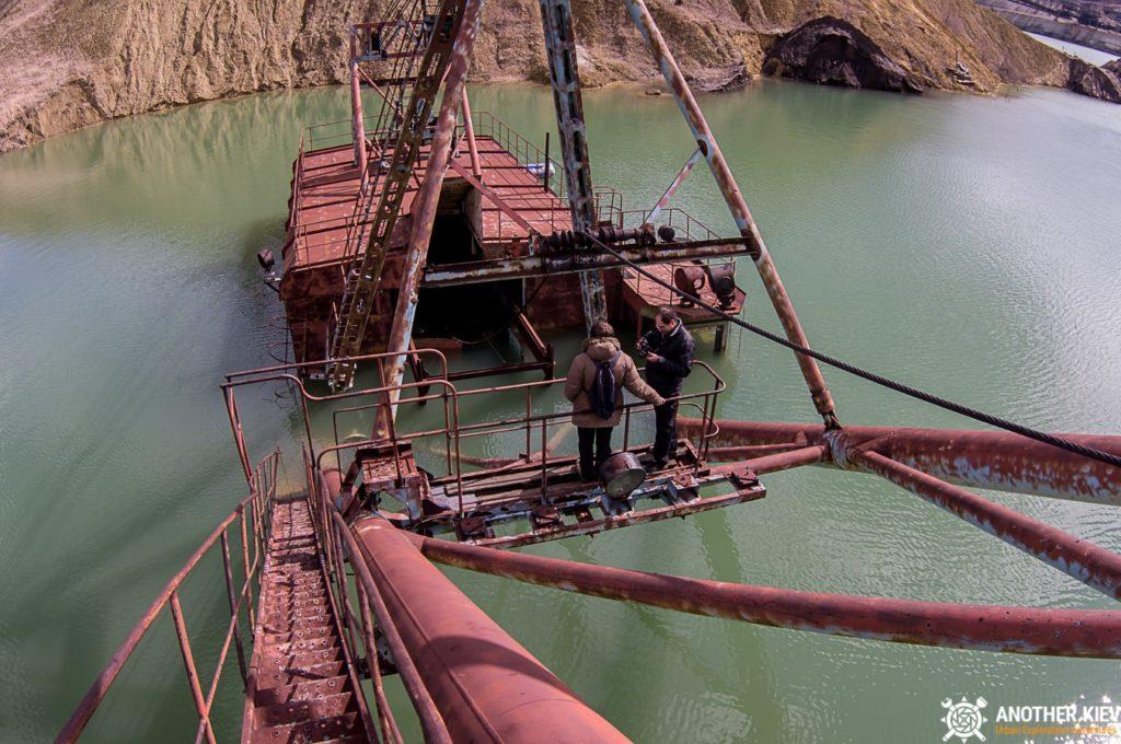abandoned-mine-diggers-ukraine-6188-min-1024x680 Монстры угольных разрезов: Константиновский и Морозовский карьеры