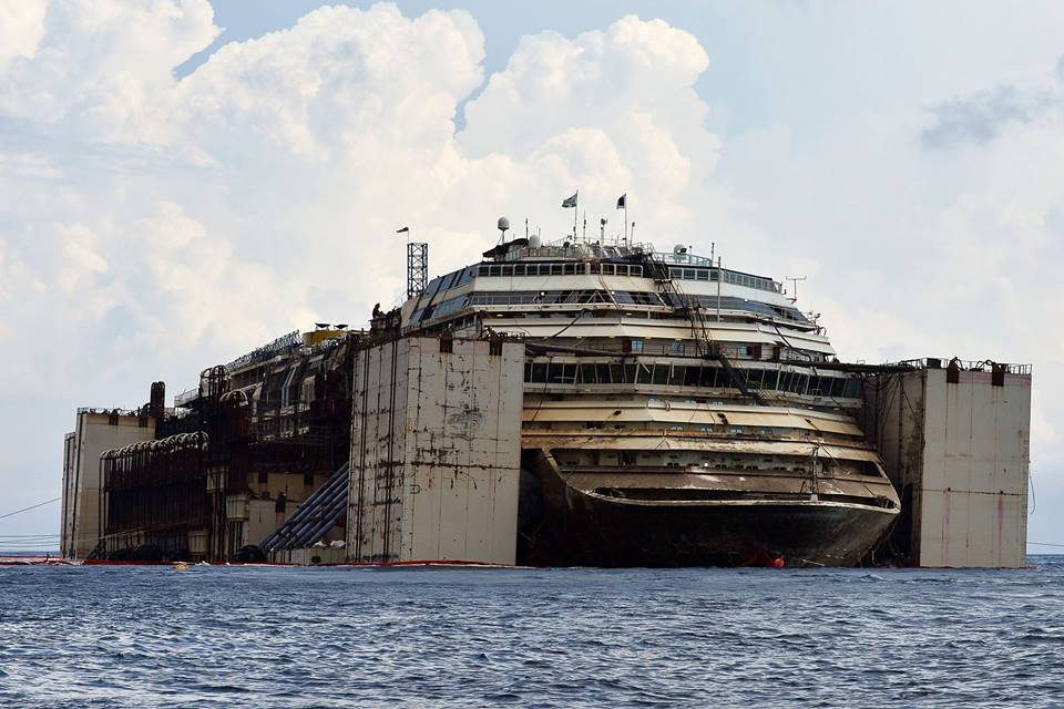 costa-concordia-another.kiev11 Призрачный флот: интерьеры внутри поднятого со дна круизного лайнера Коста Конкордия