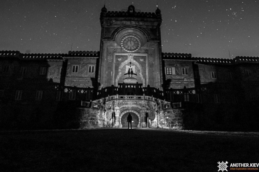 sommerzano-castle-exploration-3294-min-1024x683 Пробрались в невероятный заброшенный замок в Италии