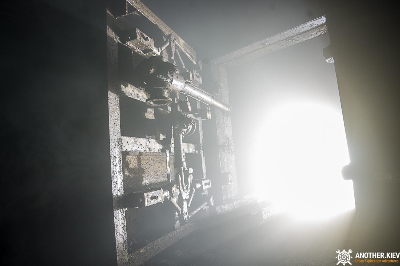 unfinished-abandoned-diesel-power-station-bunker-0470-min Недостроенная и заброшенная дизельная электростанция в киевском метро