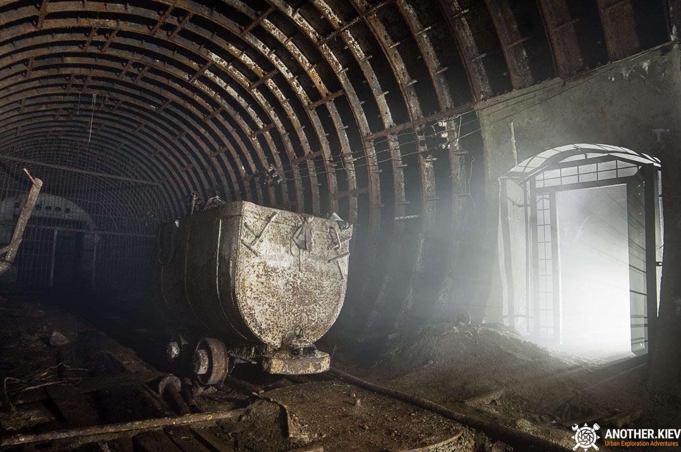 unfinished-abandoned-diesel-power-station-bunker-0475-min Недостроенная и заброшенная дизельная электростанция в киевском метро