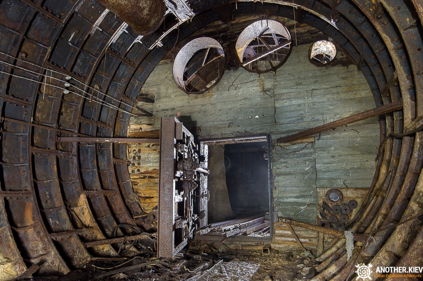 unfinished-abandoned-diesel-power-station-bunker-6857-min Недостроенная и заброшенная дизельная электростанция в киевском метро