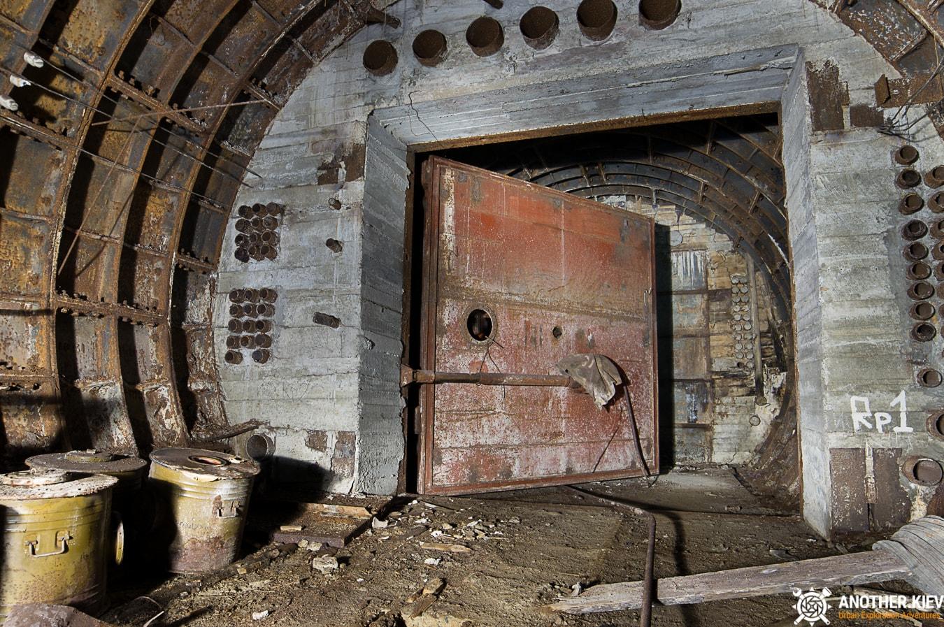 unfinished-abandoned-diesel-power-station-bunker-6878-min Недостроенная и заброшенная дизельная электростанция в киевском метро