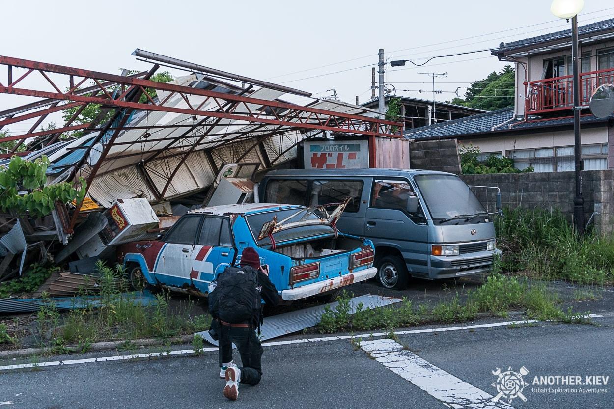 abandoned-cars-in-futaba Поход в заброшенный город Футаба, зона отчуждения Фукусимы