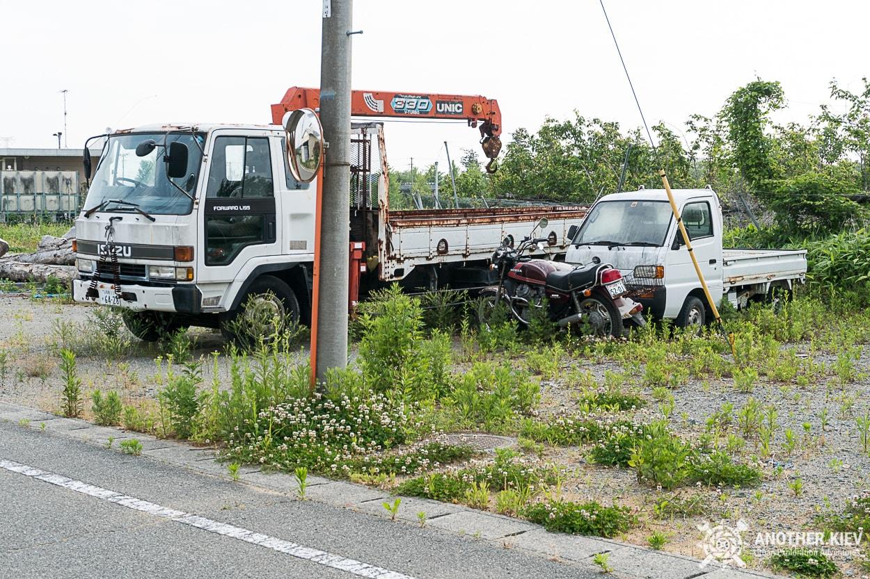 abandoned-cars-on-the-streest-of-fukushima Заброшенный мир красной зоны отчуждения АЭС Фукусима-1
