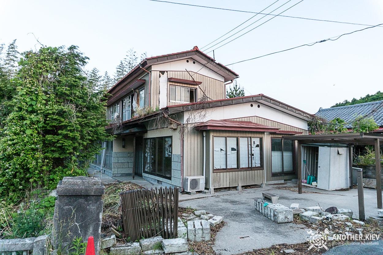 abandoned-house-in-fukushima-red-zone Поход в заброшенный город Футаба, зона отчуждения Фукусимы