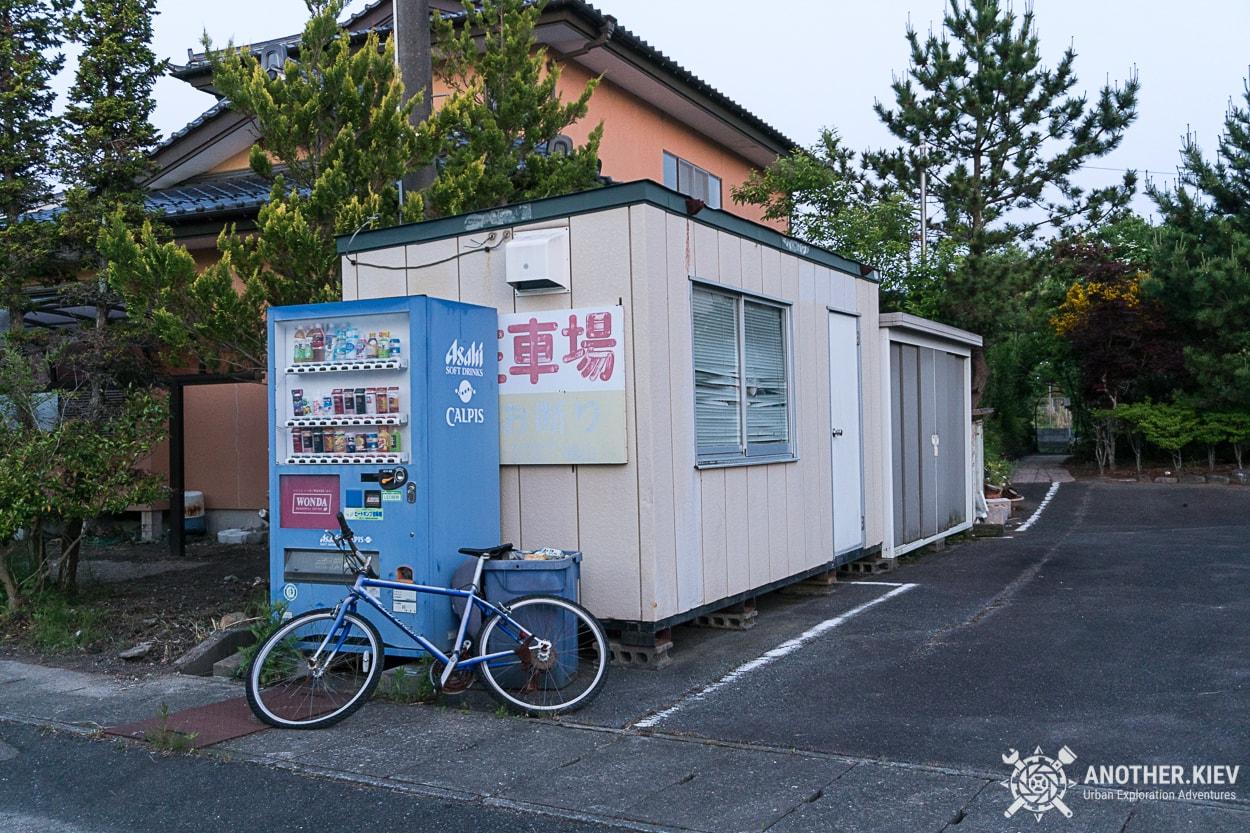 abandoned-sparkling-water-machine-futaba Поход в заброшенный город Футаба, зона отчуждения Фукусимы
