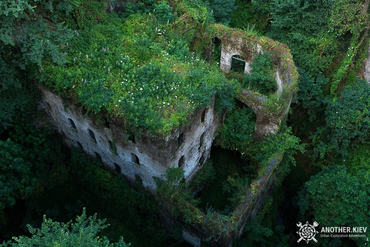 abandoned-mill-exploration-sorrento2 Затерянный Мир в недрах городка Сорренто. Италия