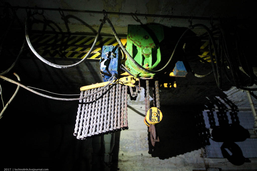 exploring-ussr-nuclear-bunker-germany17 Заброшенный советский ядерный арсенал оставшийся под Берлином