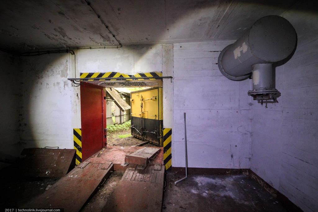 exploring-ussr-nuclear-bunker-germany2 Заброшенный советский ядерный арсенал оставшийся под Берлином