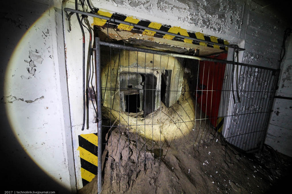 exploring-ussr-nuclear-bunker-germany20 Заброшенный советский ядерный арсенал оставшийся под Берлином