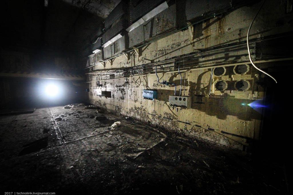 exploring-ussr-nuclear-bunker-germany22 Заброшенный советский ядерный арсенал оставшийся под Берлином