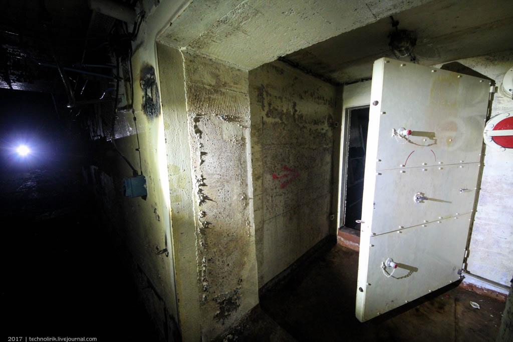exploring-ussr-nuclear-bunker-germany23 Заброшенный советский ядерный арсенал оставшийся под Берлином