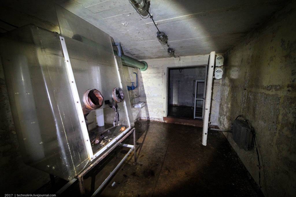 exploring-ussr-nuclear-bunker-germany24 Заброшенный советский ядерный арсенал оставшийся под Берлином