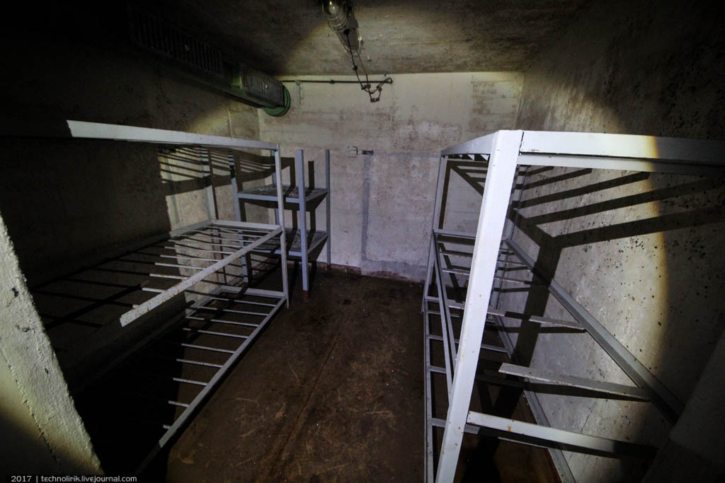 exploring-ussr-nuclear-bunker-germany26 Заброшенный советский ядерный арсенал оставшийся под Берлином
