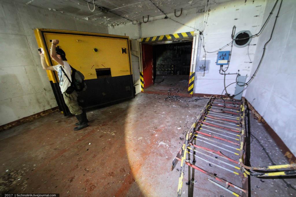 exploring-ussr-nuclear-bunker-germany3 Заброшенный советский ядерный арсенал оставшийся под Берлином