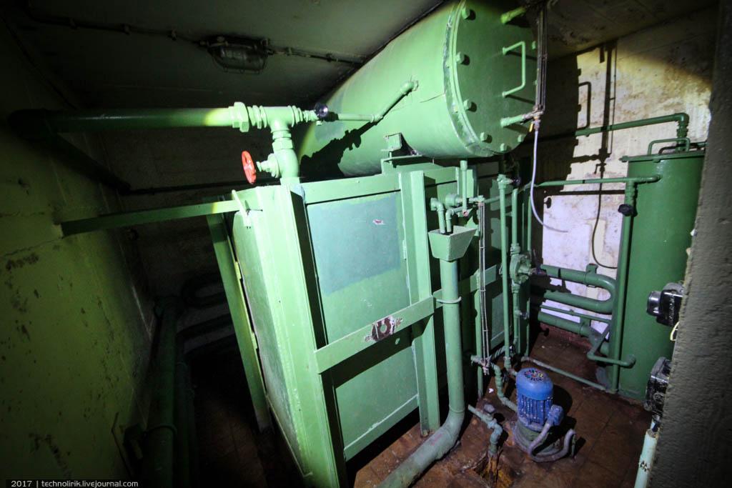 exploring-ussr-nuclear-bunker-germany32 Заброшенный советский ядерный арсенал оставшийся под Берлином