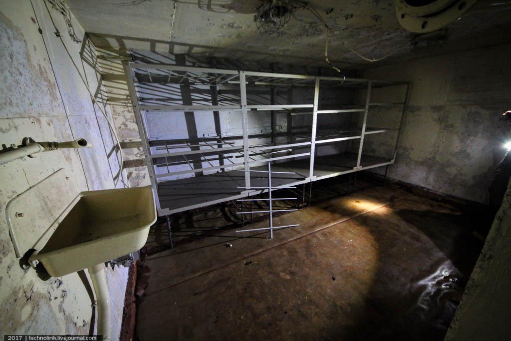 exploring-ussr-nuclear-bunker-germany36 Заброшенный советский ядерный арсенал оставшийся под Берлином