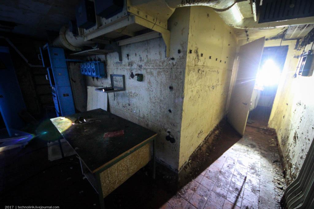 exploring-ussr-nuclear-bunker-germany38 Заброшенный советский ядерный арсенал оставшийся под Берлином