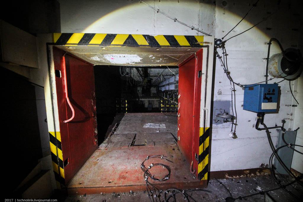 exploring-ussr-nuclear-bunker-germany4 Заброшенный советский ядерный арсенал оставшийся под Берлином
