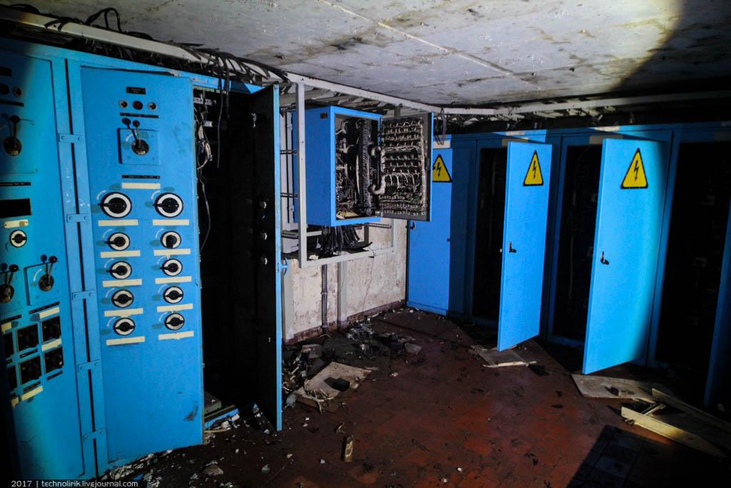 exploring-ussr-nuclear-bunker-germany40 Заброшенный советский ядерный арсенал оставшийся под Берлином