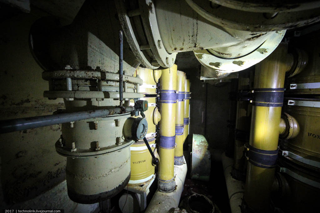exploring-ussr-nuclear-bunker-germany45 Заброшенный советский ядерный арсенал оставшийся под Берлином