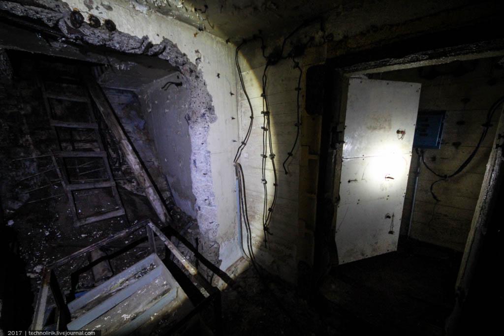 exploring-ussr-nuclear-bunker-germany46 Заброшенный советский ядерный арсенал оставшийся под Берлином