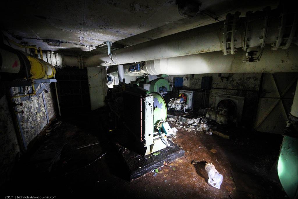 exploring-ussr-nuclear-bunker-germany48 Заброшенный советский ядерный арсенал оставшийся под Берлином