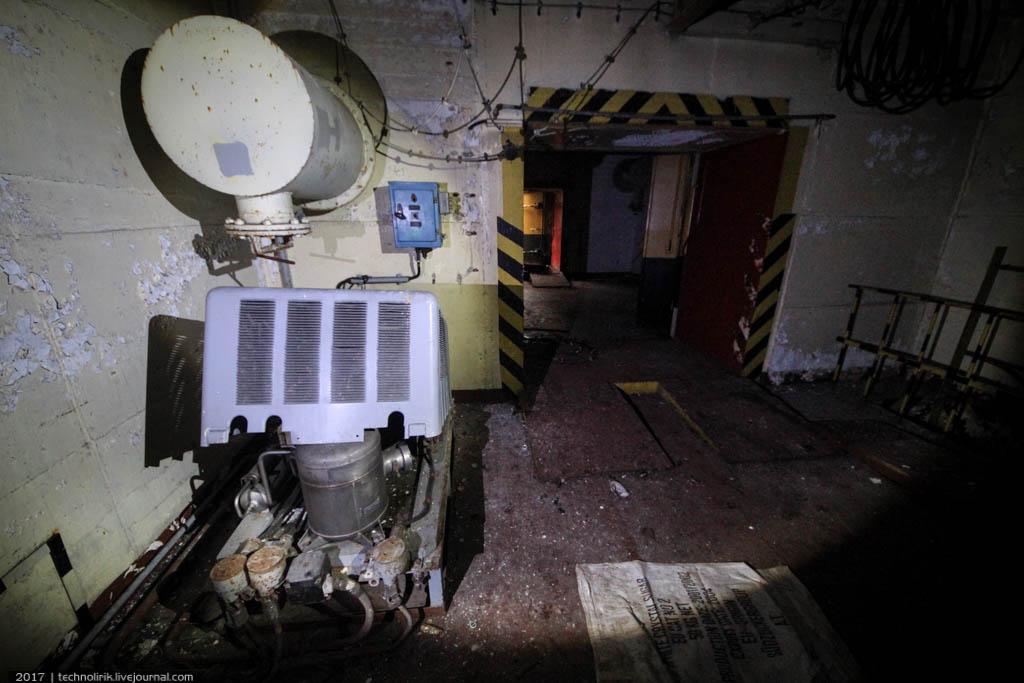 exploring-ussr-nuclear-bunker-germany5 Заброшенный советский ядерный арсенал оставшийся под Берлином