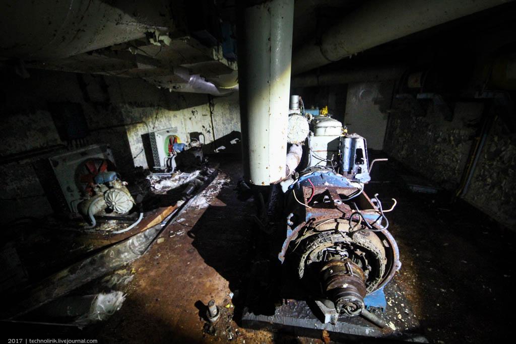 exploring-ussr-nuclear-bunker-germany54 Заброшенный советский ядерный арсенал оставшийся под Берлином