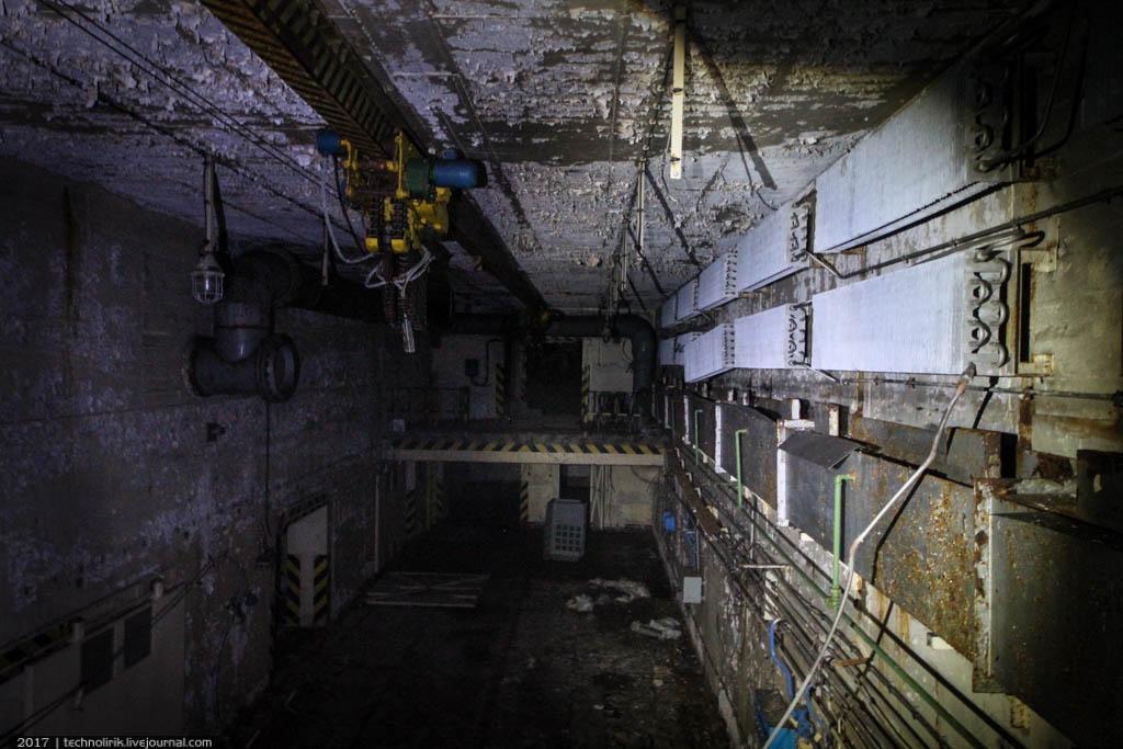 exploring-ussr-nuclear-bunker-germany8 Заброшенный советский ядерный арсенал оставшийся под Берлином