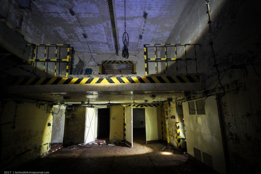 exploring-ussr-nuclear-bunker-germany9 Заброшенный советский ядерный арсенал оставшийся под Берлином